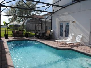 Spanish Style Villa with Pool, Close to Disney