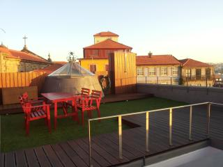 Studio + Terrace @ Historic Centre!, Porto