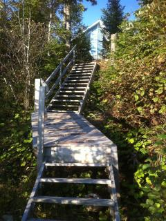 steps from house to shore