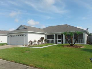 Pet-Friendly 3 Bedroom Villa with Pool, Kissimmee