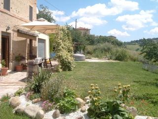 Old School House, Family friendly slps 10, Jacuzzi, Fermo