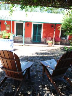 Ample Colonial  Patio. Amplio patio colonial.