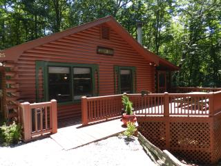 Cedar Cove Cabin: Full log home, Cherry Log