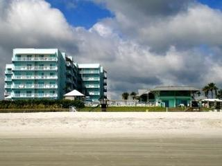 Direct Oceanfront Condo-Coconut Palm Beach Resort  *NEW LISTING*, New Smyrna Beach