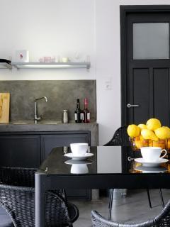 Apartment 5, Athen