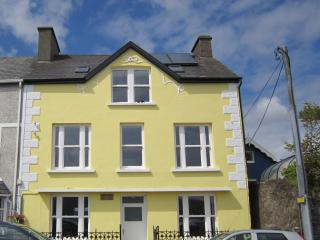 An Caladh Spáinneach. Large house in Dingle, Co. Kerry for Self Catering