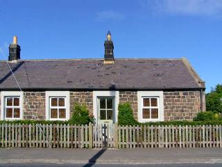 RISING SUN, end-terraced cottage with woodburner, garden, amenities on doorstep, close to coast and castles, in Christon Bank, Ref 25354, Embleton