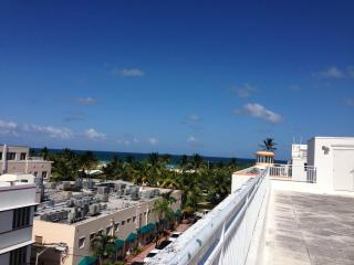 Beautiful Loft on Collins Ave, Right on the Beach!, Miami Beach