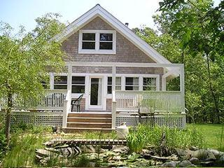 Martha's Vineyard Cottage, Near Beach & Downtown Vineyard Haven