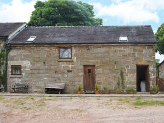 HORSE SHOE COTTAGE, pet-friendly, private garden, open beams and stonework, near
