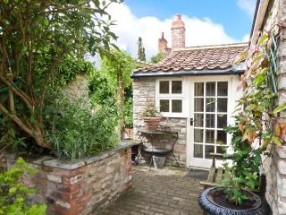 CORONATION COTTAGE, woodburner, wet room, all ground floor, fantastic location