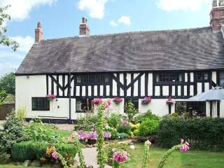 STALLINGTON HALL FARM, pet-friendly with an enclosed garden, in Blythe Bridge, Ref. 28004, Cheadle