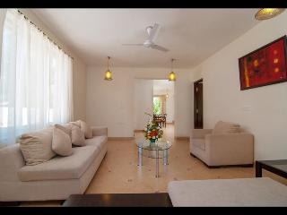 3BHK Yellow Villa in Candolim with Jacuzzi, Swimming Pool and En suite bathrooms