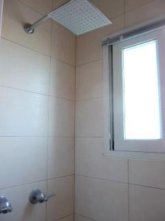 2nd ensuite bathroom - rain shower
