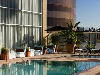 1400 sq ft loft overlooking Sunset Blvd, Los Ángeles