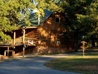Wild Plum ~ Family Cabin, Eureka Springs