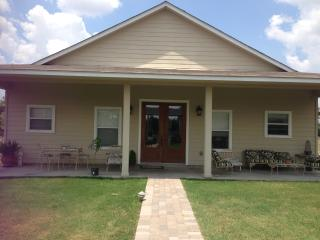 Updated Guesthouse -15 miles Round Top/Warrenton