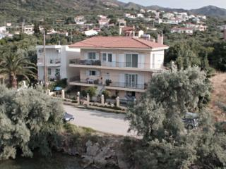 Ocean Front 3 Bedroom, 2 Bath Apartment, Sleeps 8, Patrasso