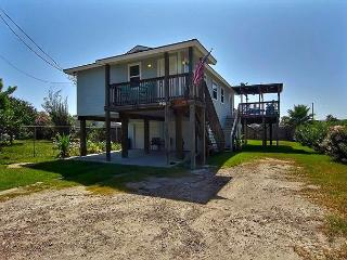 Wonderful 2 bedroom 2 bath home with room to bring your boat!