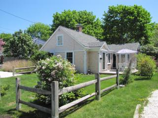 Seaside Cape Cod Escape Norris Cottage, Hyannis