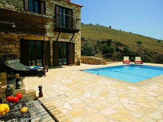 Experience villas Chrysa private with sea views, La Canea