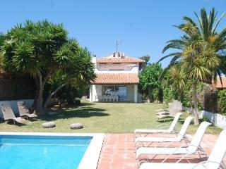 VALPINEDA SEA VIEW. Villa renovated in 2012, great, Sitges