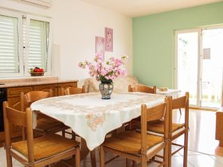 Apartment Lilly(a)for 6 people- Podgora,Croatia