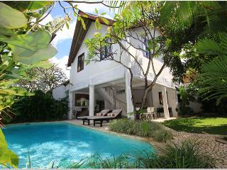 Seminyak, 3 bedroom Tropical Modern Style villa with large pool