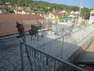 Luxury villa in gorgeous Jamaica. Sleeps up to 8!!, Montego Bay