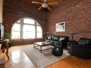Penthouse in Historic District Close to Convention
