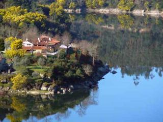 Retiro no Rio, waterfront holiday home Balsamina, Coimbra