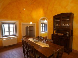 Pleasant Tuscan Apartment on Large Hillside Estate - Il Cortile del Borgo 11