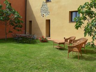 Pleasant Tuscan Apartment on Large Hillside Estate - Il Cortile del Borgo 13