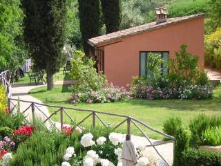 Pleasant Tuscan Apartment on Large Hillside Estate - Il Cortile del Borgo 15, San Gimignano