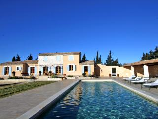Villa for Family or Friends near Avignon with Heated Pool - Villa Frigoleio, Châteaurenard