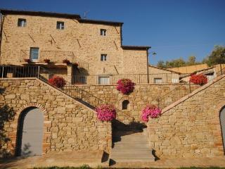 Villa Near Cortona with a Private Pool - Villa Filippo, Pergo