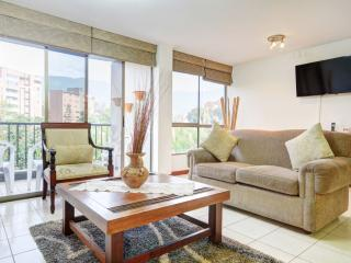 Tranquil Family Unit with Pool, Medellin