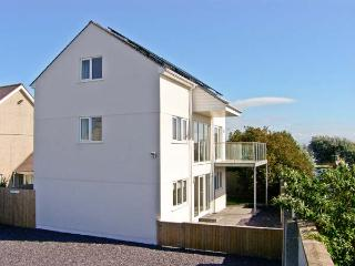 RHANDIR MWYN sea views, enclosed garden, pet-friendly, in Rhosneigr, Ref 27057