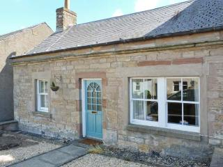BRAESIDE COTTAGE, single-storey accommodation, pet-friendly, village location, in Denholm, Ref 28017