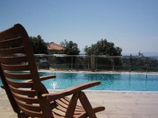 4 BDR, 4,5 BATH, SWIMMING POOL, 45 MIN TO AIRPORT, Seferihisar