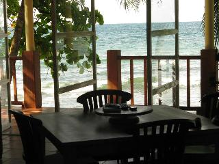 Shorebreak - Ocean Front Custom Vacation Home Rent, Isla Bastimentos