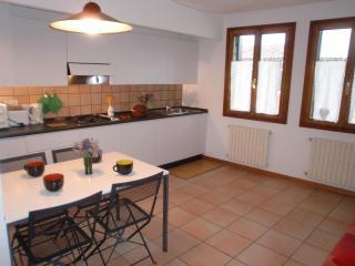 Nizza e luminoso appartamento Olga, vicino a Fondamenta Nuove, Campo Santi Apostoli e Rialto, Venice