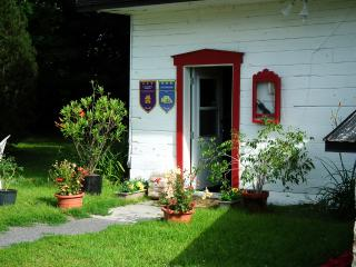 Intimate & Rustic B&B | Twin Room | 30 min from Old QC