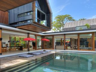 'SVARGA' LUXURIOUS 4 BDRMS, POOL, 50M TO BEACH., Sanur