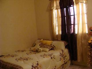 Spacious 2 Bedroom Villa style/Apartment, Port of Spain