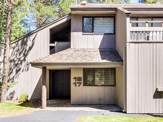 Pet-friendly home with access to pools, hot tub, and more!, Sunriver