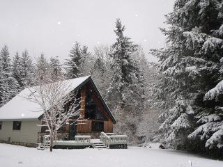 Whole House, 2 Bed, 1 Ba Country Chalet Island Retreat, Quiet, 5 acres
