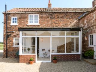 BEECH COTTAGE, farmhouse annexe, woodburner, off road parking, garden, in Stamfo