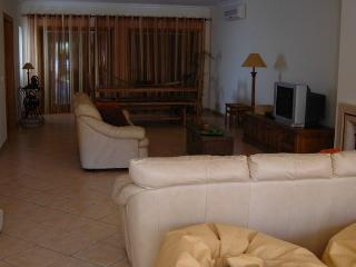 Villa for rent only 500 meters from the beach, Burgau