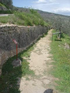The Roman Aqueduct path